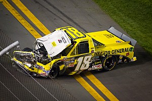 NASCAR Truck Jason Leffler has tough time at Daytona