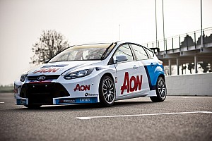 WTCC Team Aon launch 2012 season with new livery