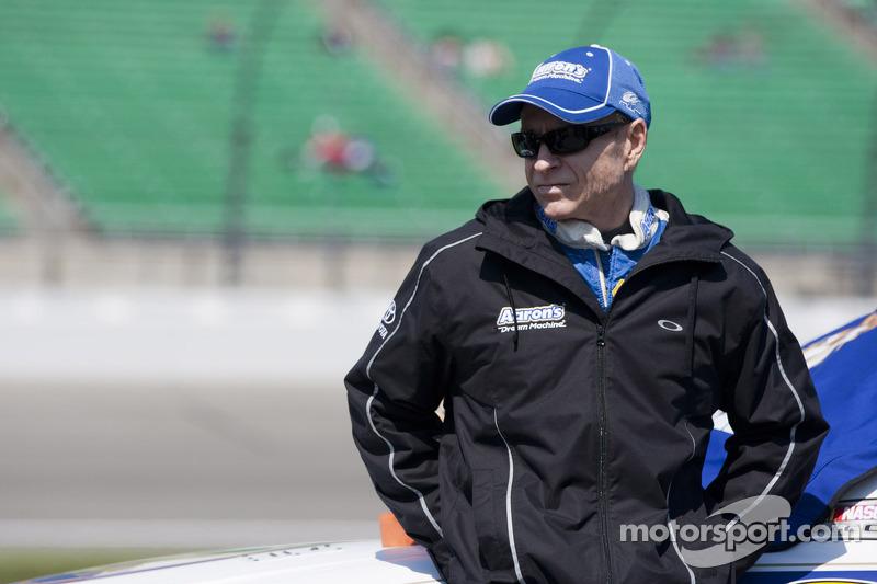 Ageless Mark Martin speeds to pole at Richmond