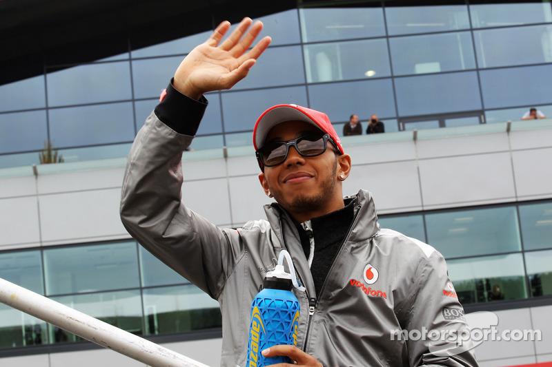 Hamilton looks to sort future in August break