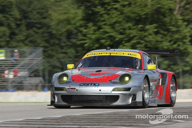 Lizard Porsche 2nd at Road America after early lead