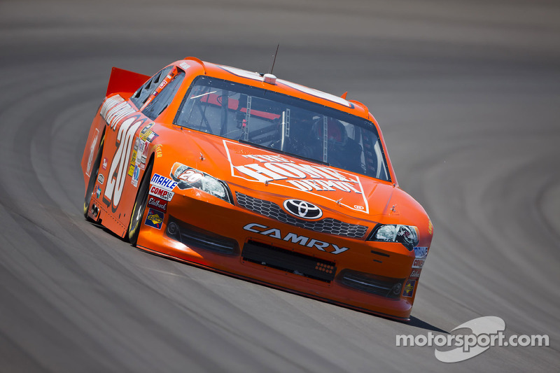 Mid-race accident derails Logano's solid day at Michigan