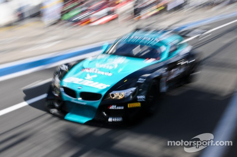 BMW land first blow in title-decider at Donington