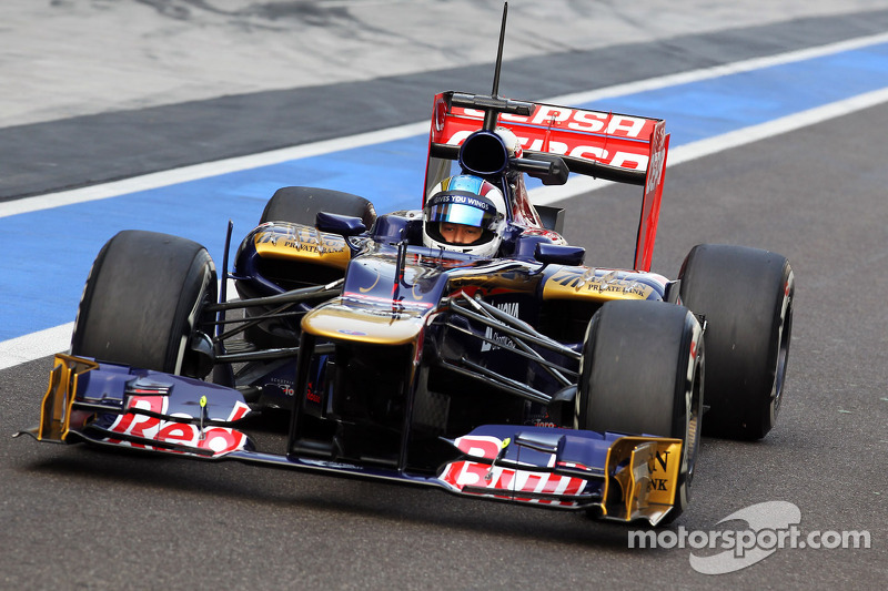 Cecotto on Yas Marina circuit for Toro Rosso on day 2 of Young Driver testing