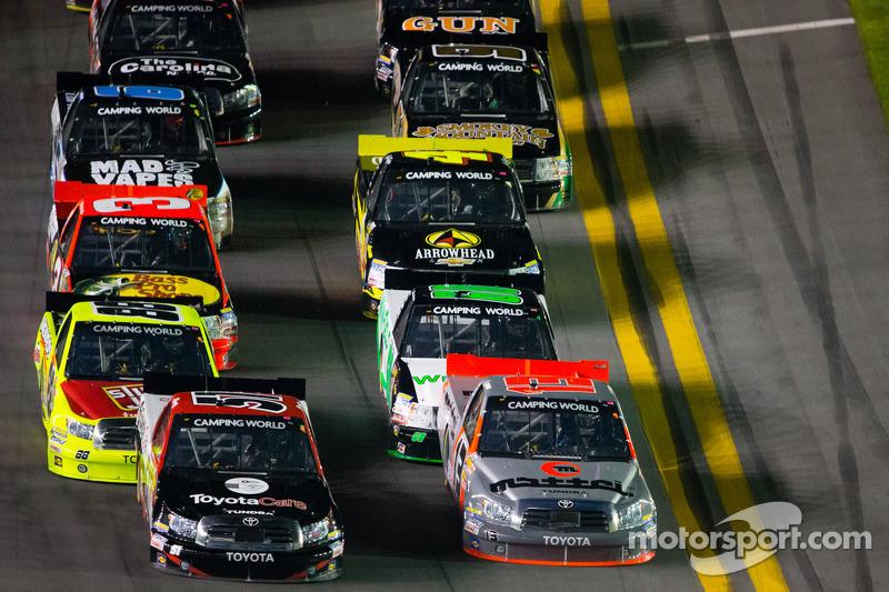 Last-lap caution spoils Kyle Busch's bid for first Daytona win