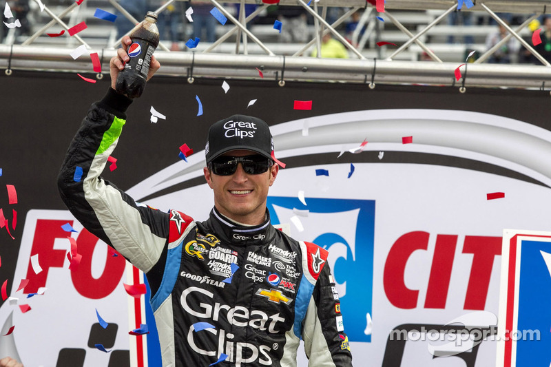 Kahne gets a big win in the Bristol 500