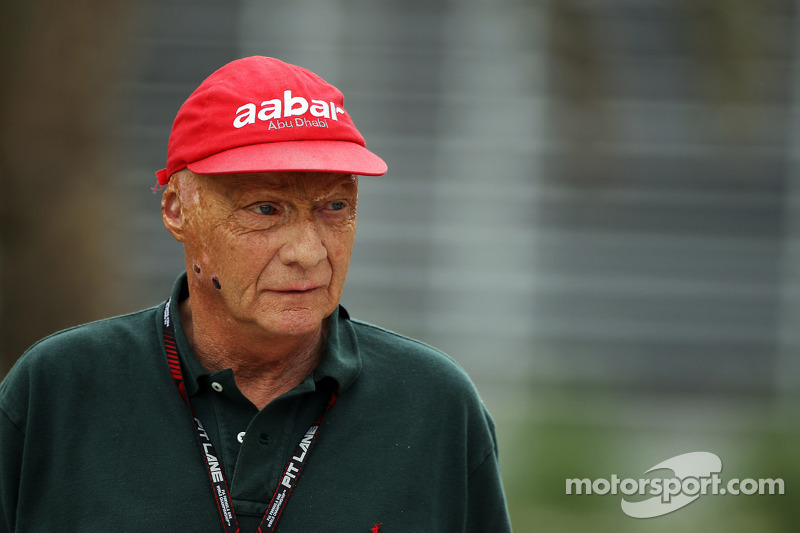 Lauda urges Red Bull to sign Raikkonen
