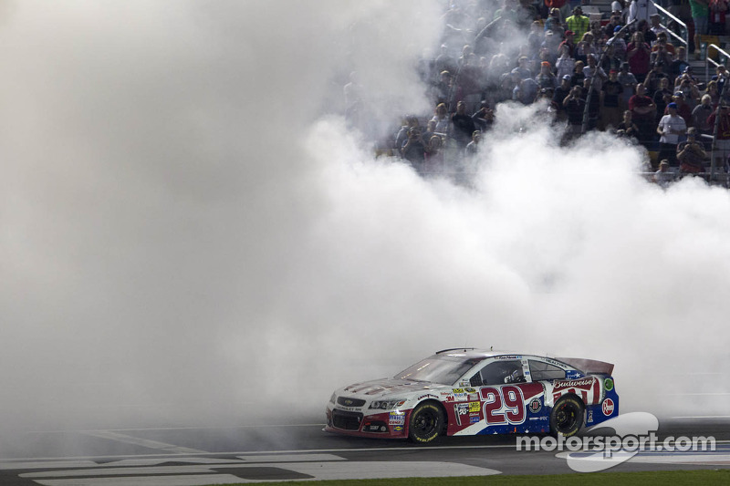 Harvick has perfect timing to take the 600 victory in Charlotte