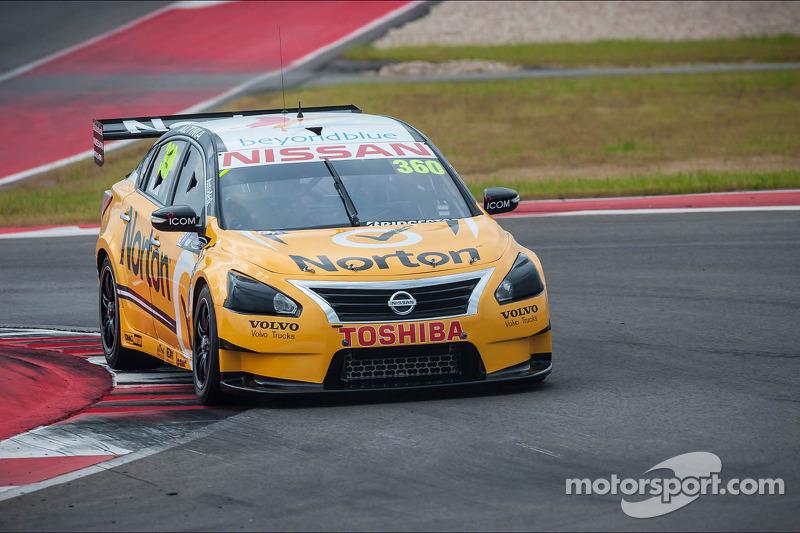 Nissan Motorsport holds position on Townsville streets