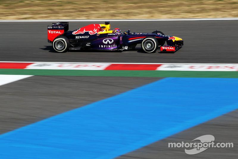 Vettel takes over at top in Korea