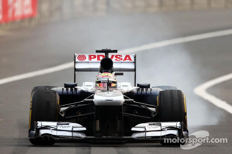 Maldonado visits Sauber's Hinwil base