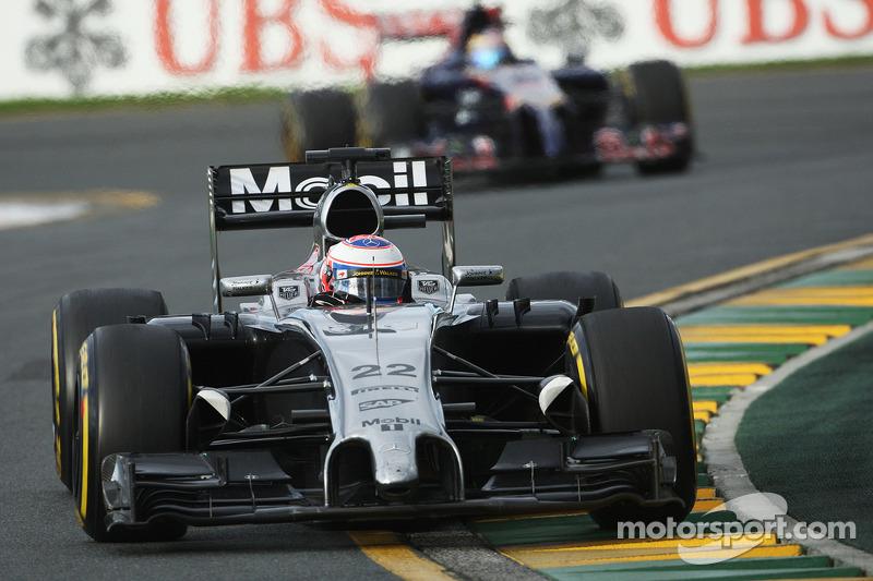McLaren running 'Esso' branding at Sepang