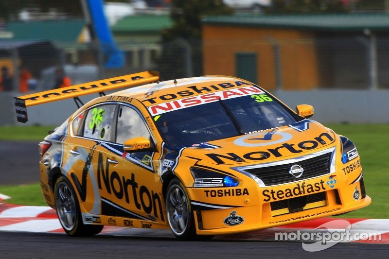 James Moffat pushes Nissan towards the front of the field in New Zealand