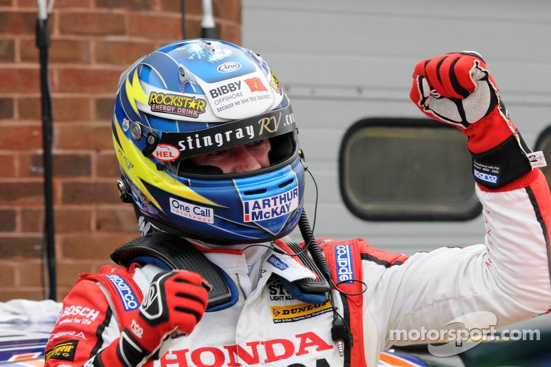 Super Shedden tames fearsome Thruxton for second Civic Tourer triumph