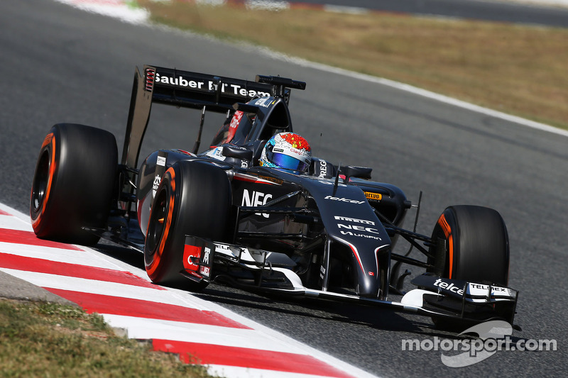 Sauber F1 Team: Barcelona test Day 1