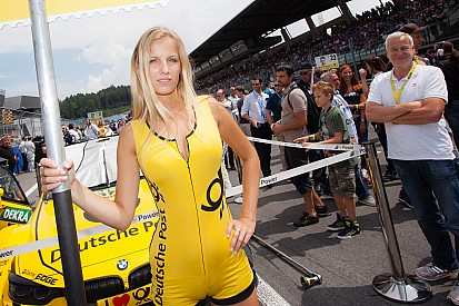 Top 10 grid girls of 2014, part 1