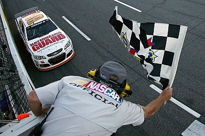 Earnhardt holds on to collect maiden Martinsville victory