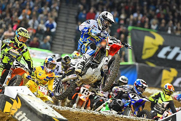 AMA Tomac secures first 450SX class victory in Phoenix