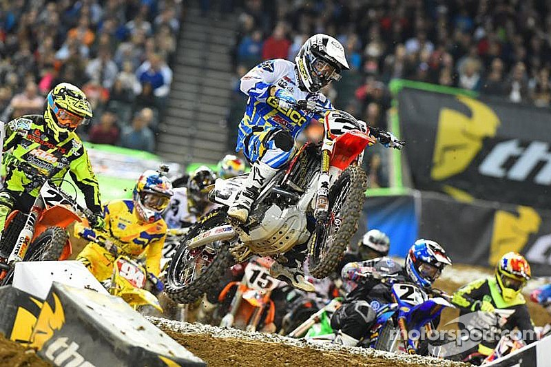 Tomac secures first 450SX class victory in Phoenix