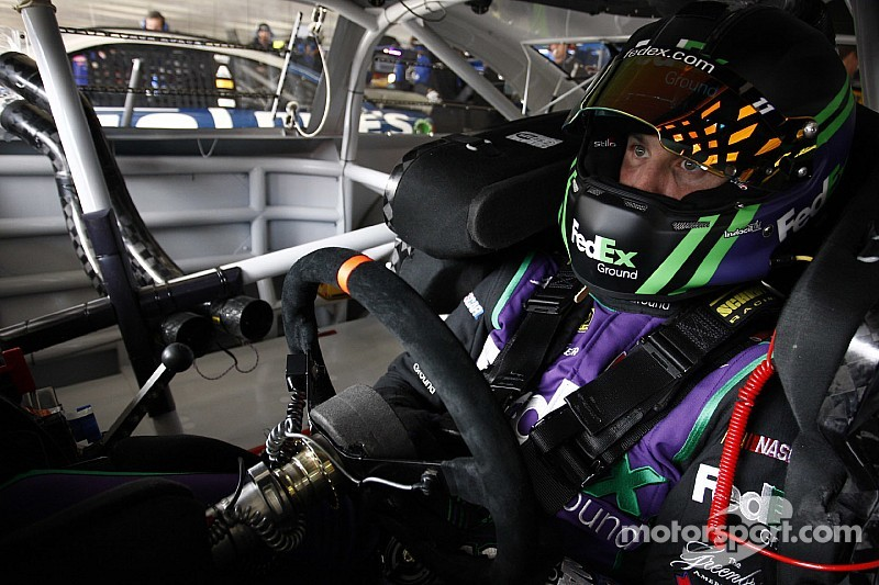 VIDEO: Denny Hamlin provoca choque de cuatro autos