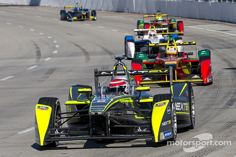 Piquet basks in Long Beach victory glory