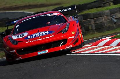 Carroll gana la primera del British GT