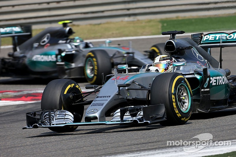 Rosberg needs to break Hamilton momentum - Lauda