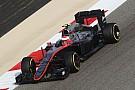 Пилоты McLaren получили третьи моторы