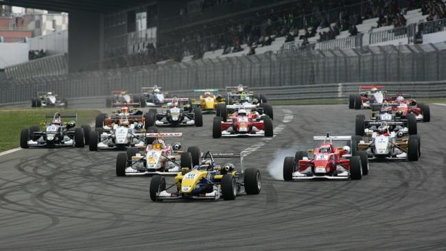 Ancora Tom Dillmann a Nürburgring