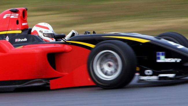 Alex Brundle svetta nei test di Barcellona