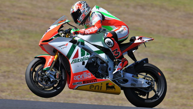 Le Carene dell'Aprilia di Biaggi all'asta per beneficenza