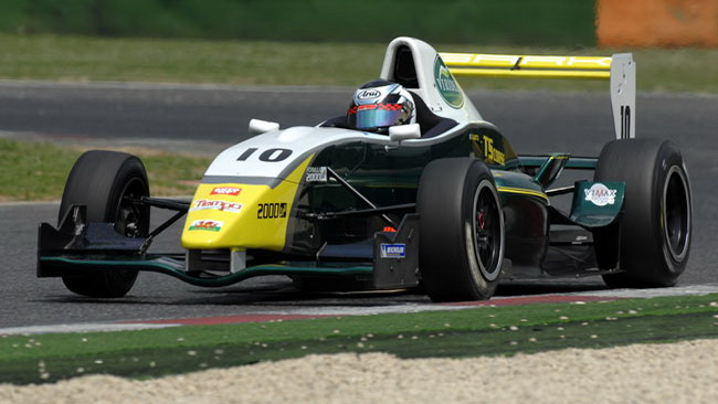 F2000 Light: la pioggia sigilla la pole position di Gatto