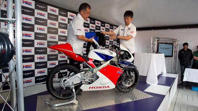La Honda svela ufficialmente la NSF250R