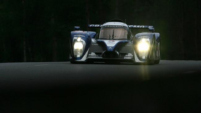 La gara riparte con l'Audi superstite al comando