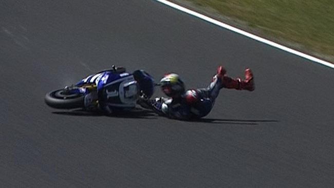 Lorenzo si fa male nel warm up e non corre!