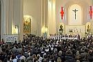 25-30mila persone per i funerali di Sic