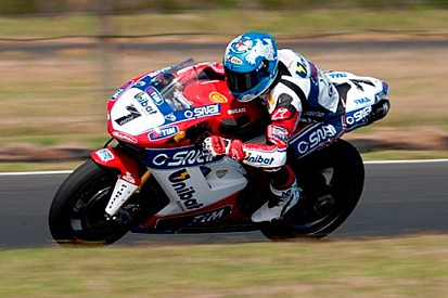 Phillip Island, Day 2: Checa e la Ducati al top