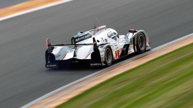 McNish porta l'Audi ibrida in pole position!