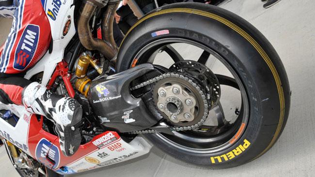 Barbier promuove la nuova Pirelli R302