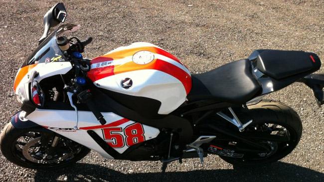 Ezpeleta si aggiudica la Honda CBR dedicata al Sic