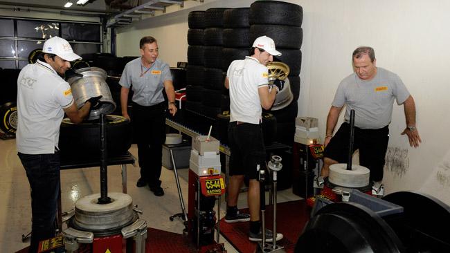 De la Rosa vince la sfida Pirelli del montaggio gomme