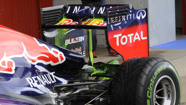 La Red Bull RB9 prova lo stallo dell'ala posteriore