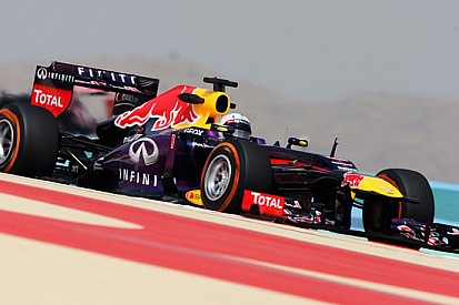 Vettel domina in Bahrein, mentre Alonso soffre
