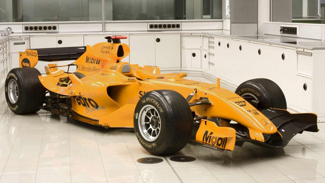La McLaren ripensa all'arancione per la livrea 2014