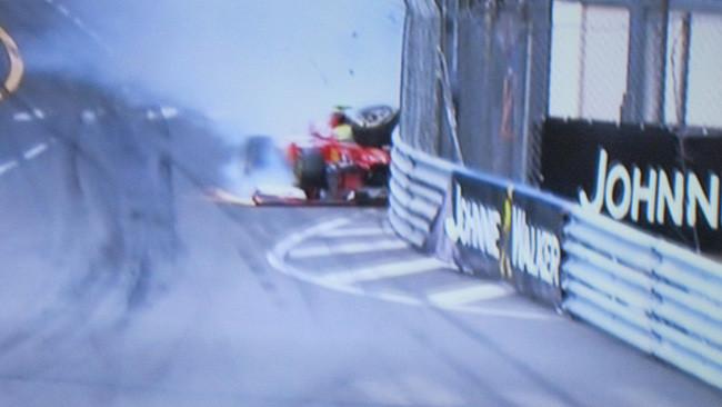 Brutto botto di Massa: la Ferrari è distrutta!