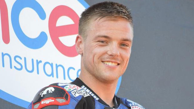 Alex Lowes in pista a Jerez con la Crescent Suzuki