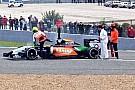 Perez fermo alla curva 1: torna la bandiera rossa