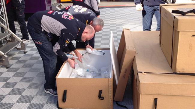 Red Bull RB10: appena arrivati dei nuovi cablaggi!
