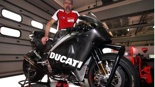 Gigi Dall'Igna mostra la Ducati per Sepang