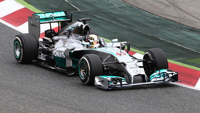 Hamilton fa poker a Barcellona e scavalca Rosberg!